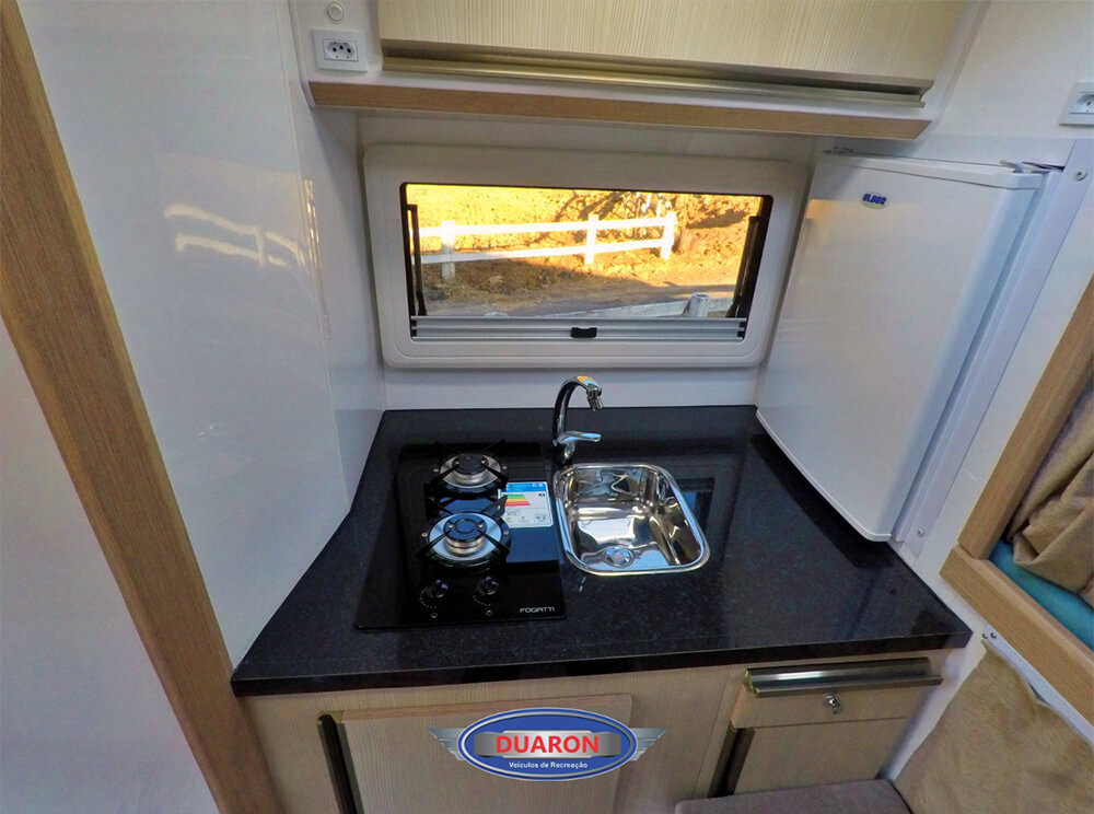 camper-duaron-super-king-interno-4